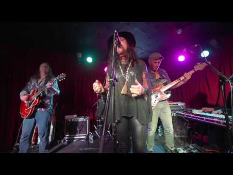 Sari Schorr and The Engine Room