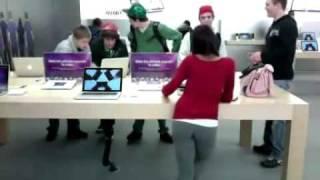 hot girl in apple store
