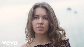 Смотреть клип Sofi Lapina - Porcelain