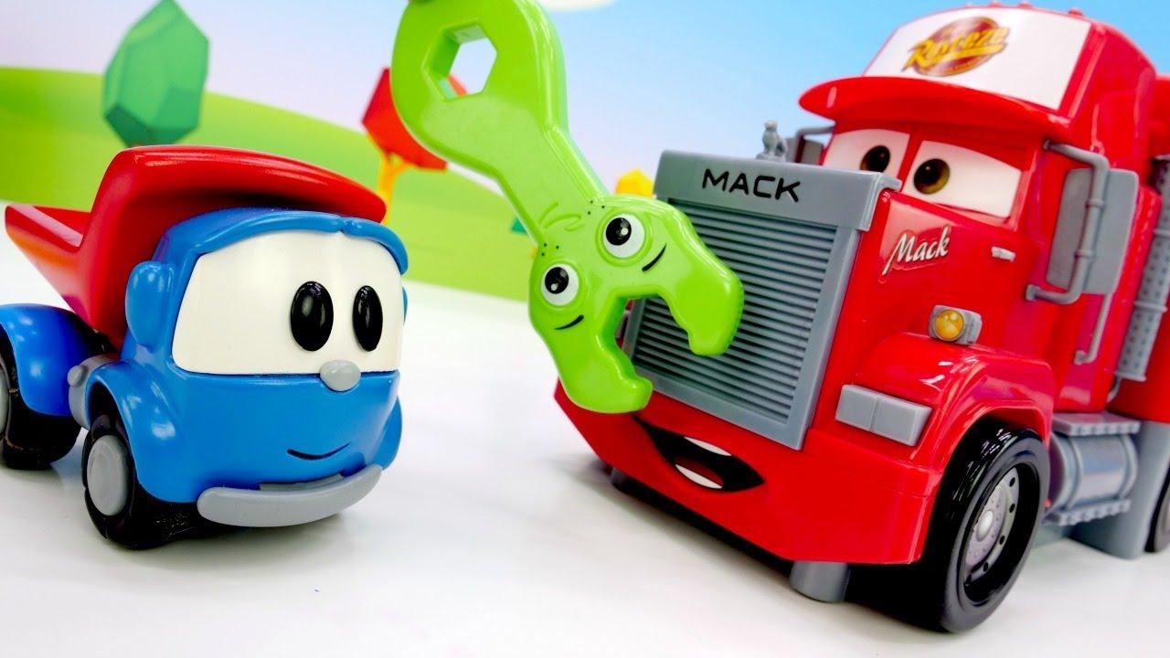 Léo, o caminhão, vai inspecionar todos os carros de brinquedo! Vídeo com brinquedos animados
