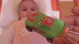 تعليم الوان سيارات أطفال باللغة العربية و انجليزية مع اريج أحمر و أخضر و اسود سلسلة تعليم الوان