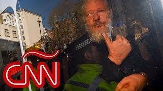 Assange es detenido por solicitud de extradición de EE.UU.