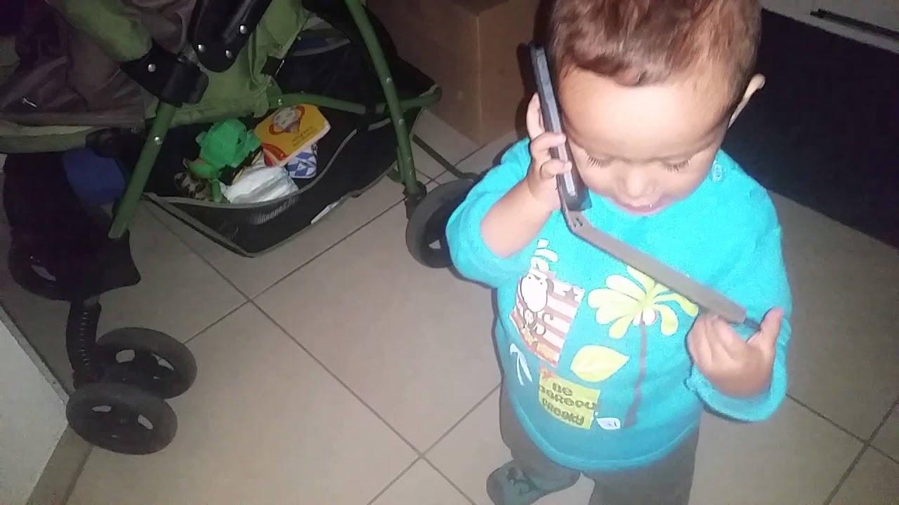 Bebe Hablando Por Telefono: Bebé Hablando Por Teléfono