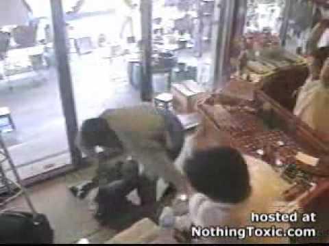 คลิปปล้นร้านทองที่ชลบุรี.wmv
