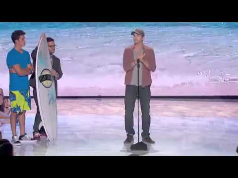 Ashton Kutcher ~ motivational speech to youth about life! ~