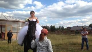 Свадебная фотосессия. Невеста на коне!