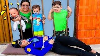 IGOR FINGE BRINCAR DE POLICIAL com a mamãe e salva o BEBÊ REBORN na RUA!