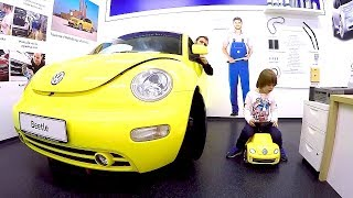 VW Bug Ride-On Car | Tim & Dad Playing at Children's Museum | Pretend Play Driving in My Car