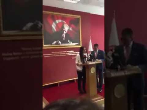 AKP'li Er Konuşan Kadını İterek Kürsüden Çıkarıyor