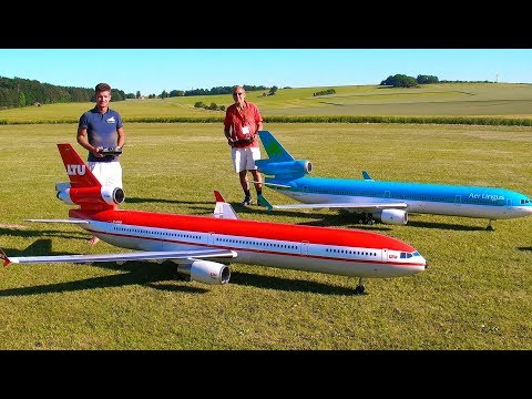 incredible-!!-2-huge-rc-md-11-passenger-scale-model-turbine-jet-airliner-syncro-flight-demonstration
