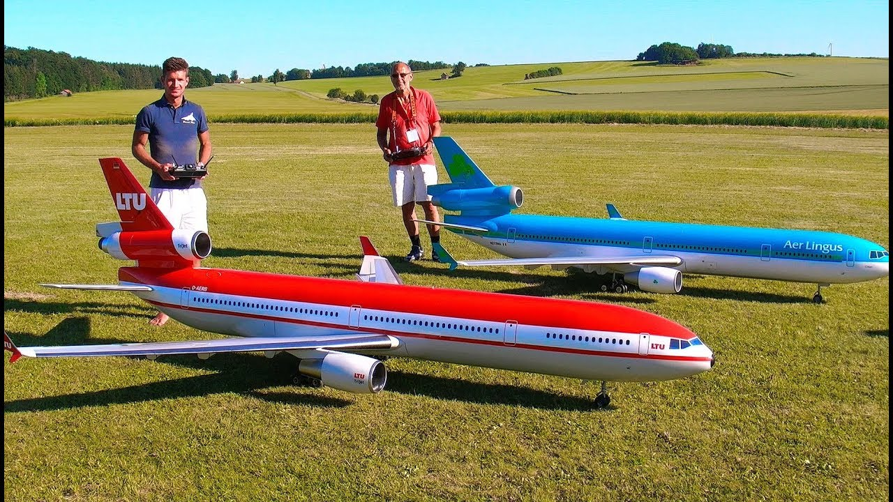 INCREDIBLE !! 2 HUGE RC MD-11 PASSENGER SCALE MODEL TURBINE JET AIRLINER SYNCRO FLIGHT DEMONSTRATION
