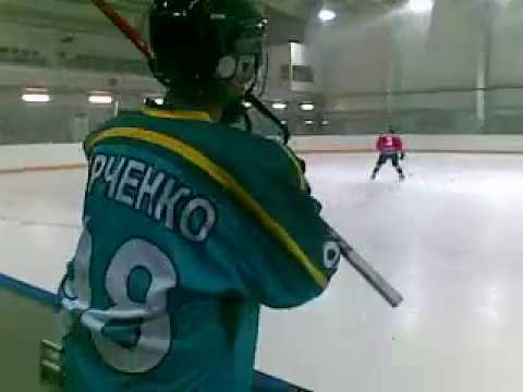Играем в хоккей на малой тренировочной арене в Сочи олимпийский парк
