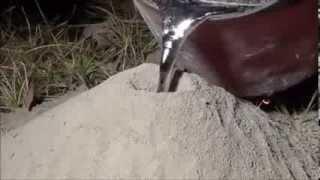 Američan nalil tekutý hliník do mraveniště