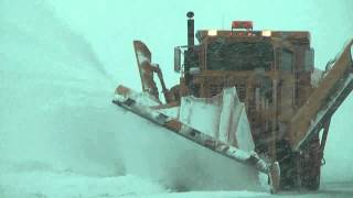 Blizzard Draco - Heavy Snow Removal at Wittman Airport [Dec. 20 2012]