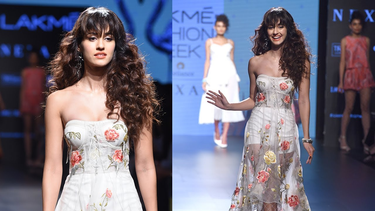 Disha Patani 2015: Disha Patani Walks At Lakme Fashion Week 2017