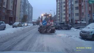 Чистит снег с дороги трактор(По какому принципу он выбирает когда опускать щётку, а когда нет?, 2016-10-31T08:27:31.000Z)
