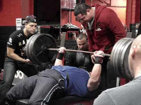 David Willis RAW 495 lb bench with ease