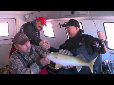 Ice Fishing For Walleye - Bob Izumi Real Fishing Show