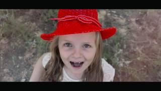 Красная шапочка Настя поёт сама.