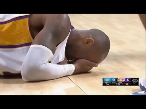 Kobe gets poked in the eye, his EYE starts BLEEDING!?