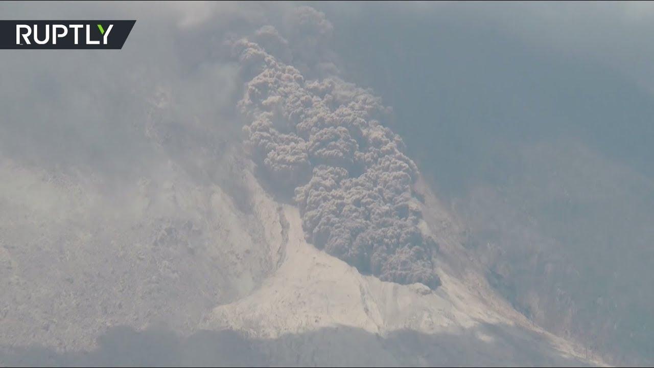 На западе Индонезии вновь ожил вулкан Синабунг