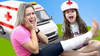 HELOÍSA É MÉDICA POR UM DIA E SALVA A MAMÃE  ♥ Pretend Play With Doctor