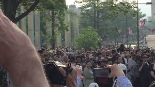 【騒然】オバマ大統領に向かって突進し警察に捕まる不審者