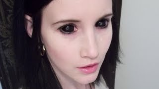 Inserting & Removing Sclera Contacts from Samhain Contact Lenses