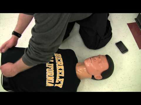 phương pháp làm hô hấp nhân tạo (CPR) với hai bàn tay (Hands Only CPR - Vietnamese)