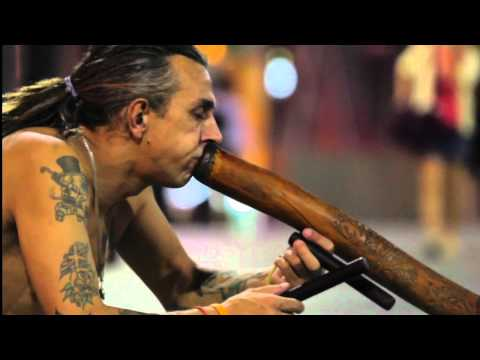 Didgalot — the wandering didgeridoo player in Singapore