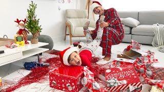 ЧТО в Этой КОРОБКЕ? Сеня и Папа НЕ ПОДЕЛИЛИ и Перепутали ВСЕ Подарки на Новый Год! Кто ОБИДЕЛСЯ?