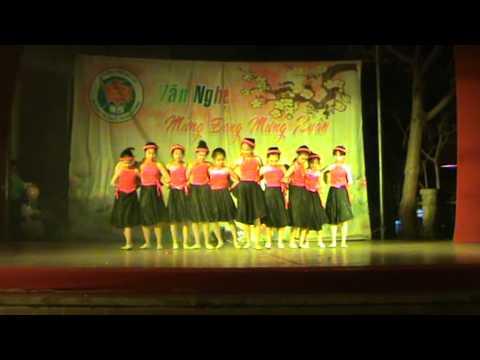 SẮC XUÂN, tiết mục văn nghệ lớp 5D trường tiểu học Trưng Vương Đà Lạt (2013-2014)