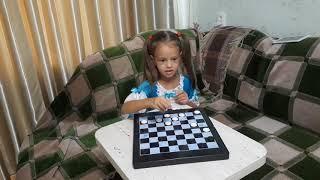 ВЛОГ Играем в шашки. Видео для детей.