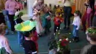 "Prolecni Karneval - Vrtic ""Zvoncici"" blok45 mladja grupa"