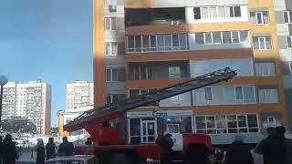 Балкон горит в Южных воротах в Томске