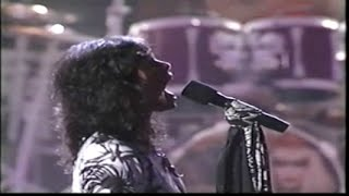 Video Aerosmith - Love in an Elevator (1990 MTV Awards) download MP3, 3GP, MP4, WEBM, AVI, FLV November 2018