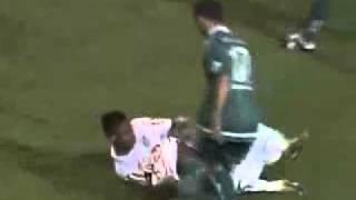 Fussballer (Neymar) verliert Hose