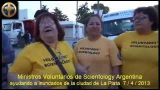 La secta de la cienciología se aprovecha de los inundados de La Plata
