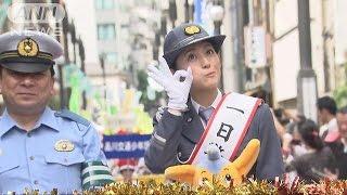 東京・品川区で物まねタレントの福田彩乃さんが一日警察署長を務め、交...