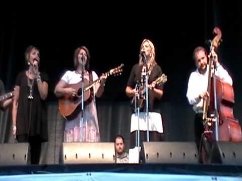 The Isaacs - Bluegrass Gospel Medley - Romp 2010