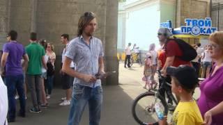 видео распространитель листовок в москве