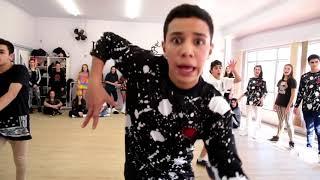رقص علي أغنية Bom Bom tam tam