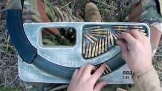 إختراع منظومة خشبية لتعمير مخزن بندقية كلاشنكوف بحركة واحدة