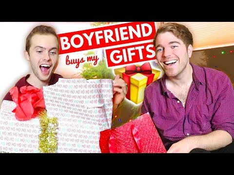f7622083f67 BOYFRIEND BUYS MY GIFTS! - YouTube