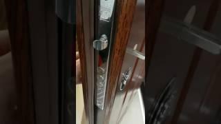 видео Входные двери со стеклом для коттеджа