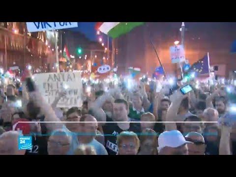 عشرات الآلاف من المجريين يتحدون رئيس الوزراء مجددا