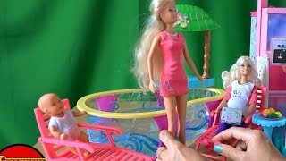 Видео с куклами к Барби в гости пришла Штеффи с малышкой играть в бассейне Барби(Видео с куклами к Барби в гости пришла Штеффи с малышкой играть в бассейне Барби., 2015-08-17T20:34:38.000Z)
