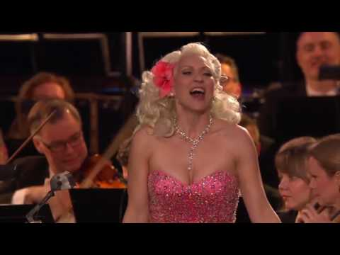 Gunhild Carling plays for the Swedish king on his 70th birthday w. Hovkapellet