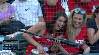 CWS@TEX: Fan catches Alberto's bat in stands