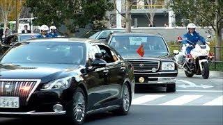 大にぎわいの東京駅丸の内広場に天皇陛下と安倍総理の車列!! Emperor and Prime Minister Motorcade departing Tokyo station